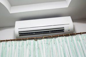 klimastiko sto tavani panw apo to kourtinoksilo