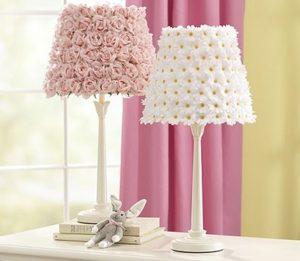 leukes margarites roz triantafylla fwtistika