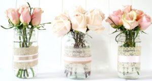 roz triantafylla se vaza me dantela