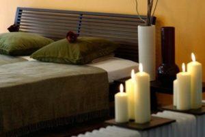 κρεβατοκαμαρα με κερια