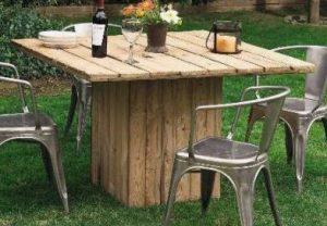 εντυπωσιακό τραπέζι κήπου