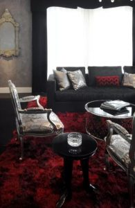 σαλόνι σε μαύρο και κόκκινο
