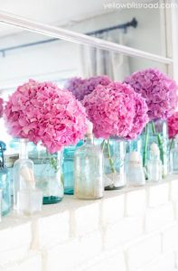 βαζάκια με λουλούδια