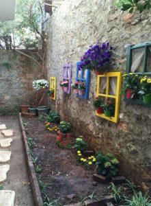 διακοσμητικά κήπου από παλιά παράθυρα