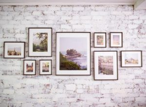 κάδρα σε τοίχο