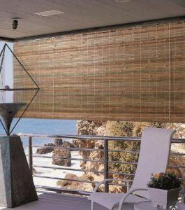 κρεμαστά ρολά μπαμπού στο μπαλκόνι για να έχεις σκιά