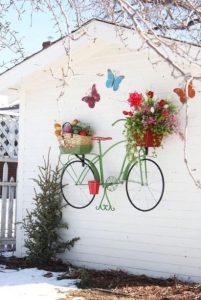 κρεμαστό ποδήλατο ως διακοσμητικό κήπου