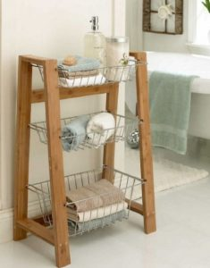 ξύλινο stand, exypnes-idees.gr
