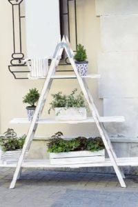 ασπρη σκαλα για κηπους
