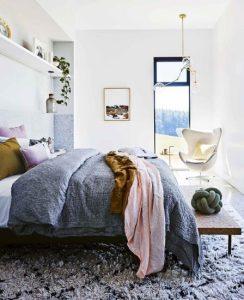 μεγάλο μοντέρνο κρεβάτι