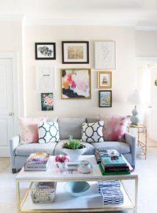 μικρό σαλόνι με παστέλ χρώματα
