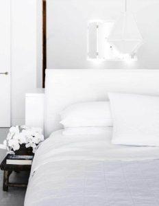 μίνιμαλ λευκό υπνοδωμάτιο