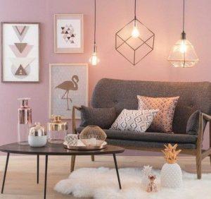 σαλόνι με ροζ τοίχο