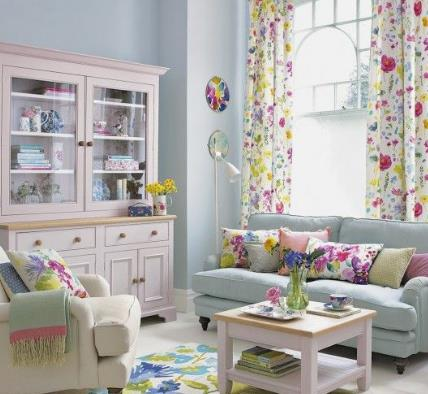φλοράλ decor σε σαλόνι το καλοκαίρι