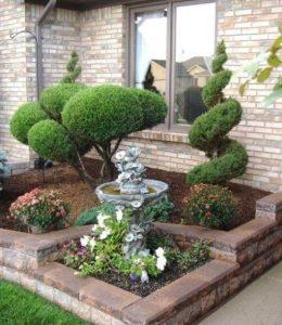 δέντρα κήπου μέσα σε παρτέρι