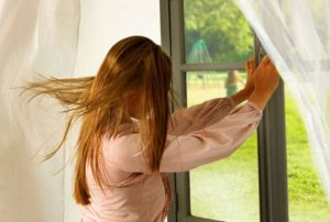 μικρόβια σπίτι ανοιχτά παράθυρα