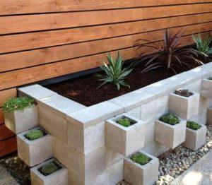 μοντέρνα διακόσμηση κήπου με τσιμεντένιους λίθους