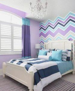 εντυπωσιακά χρώματα στο υπνοδωμάτιο του ύπνου ενός διαμερίσματος