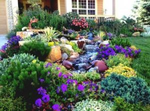 παραμυθένιος κήπος με λουλούδια και συντριβανάκι