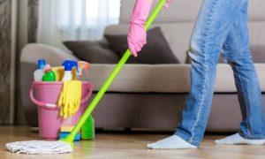 καθάρισμα σπιτιού σφουγγάρισμα