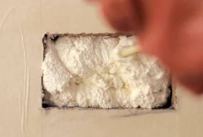 χρησιμοποίησε αφρό πολυουρεθάνης για να καλύψεις τα κενά στο σπίτι σου