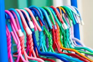 χρωματιστές κρεμάστρες