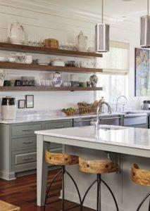 ξύλινα ράφια κουζίνας