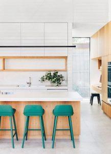 σκαμπό αντί για καρέκλες στην κουζίνα