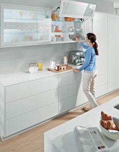 μοντέρνοι χώροι αποθήκευσης στην κουζίνα