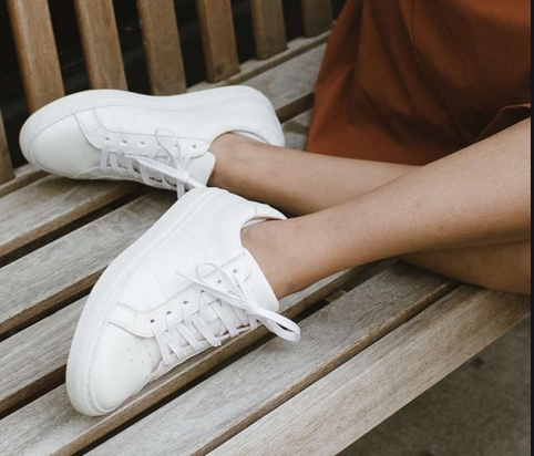 Είδος παπουτσιού: άσπρα αθλητικά