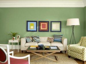 πράσινο συνδυασμένο με γήινα χρώματα για το σαλόνι