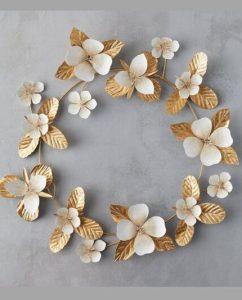 χρυσό στεφάνι, λευκά λουλούδια