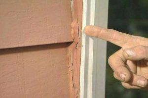 φθαρμένη σιλικόνη σε παράθυρο