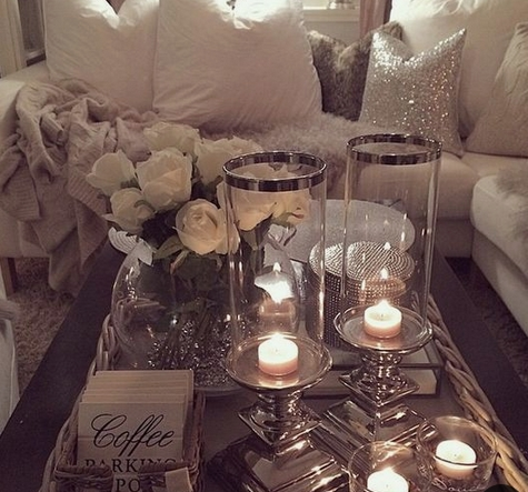 Κεριά σε σαλόνι