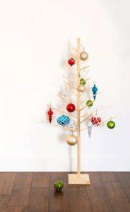 ξύλινο χριστουγεννιάτικο δέντρο