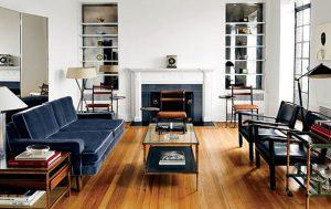 Μικρό σαλόνι με γυάλινο τραπέζι στη μέση