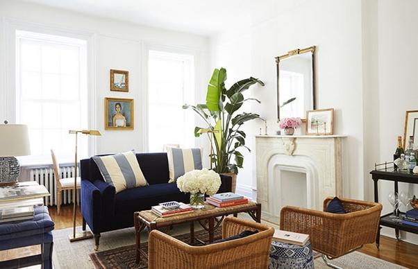 Μικρό σαλόνι με μπλε καναπέ