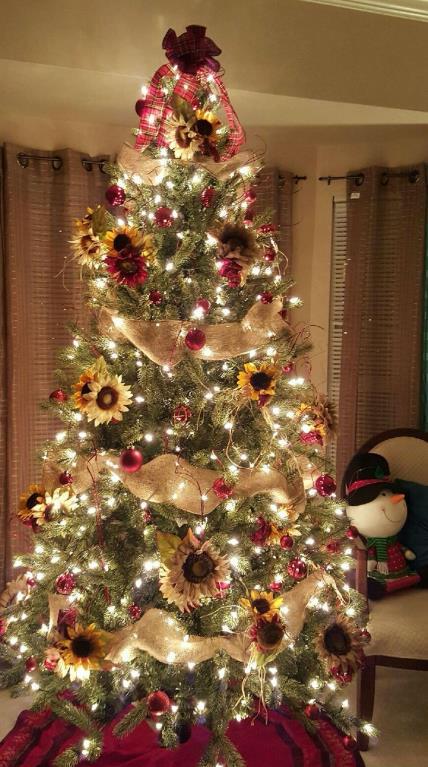 δέντρο με κόκκινες μπάλες