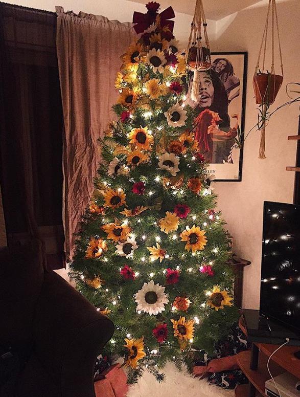 Χριστουγεννιάτικο δέντρο με ηλιοτρόπια πολύχρωμα