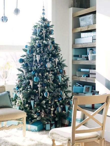 Χριστουγεννιάτικοι στολισμοί - Από δένδρο