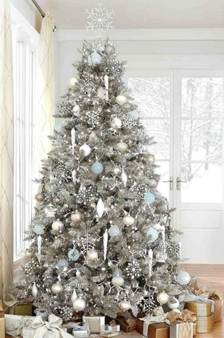 Ασημί διακόσμηση δέντρου