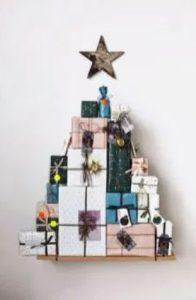 δέντρο από κουτιά δώρων