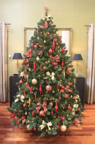 Κόκκινος στολισμός δέντρου