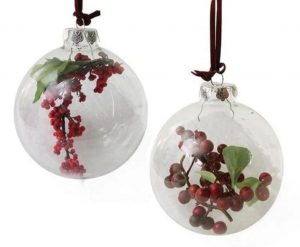 διάφανες χριστουγεννιάτικες μπάλες με φυτά