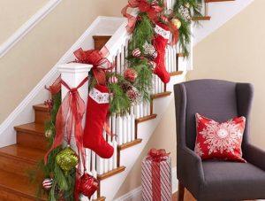 διακόσμηση σκάλες χριστουγεννιάτικες κάλτσες
