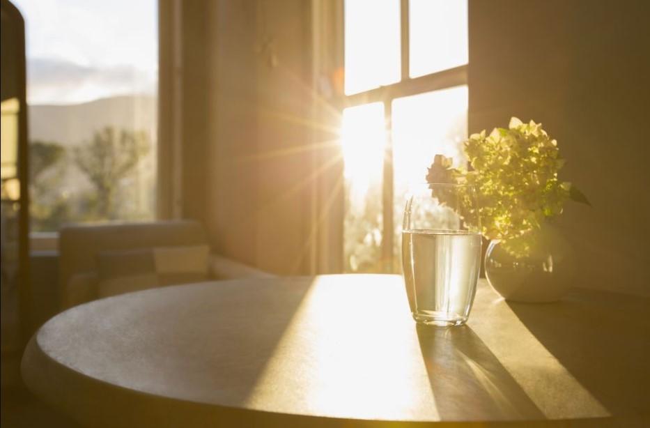 φως μπαίνει σπίτι παράθυρο φωτεινό σπίτι