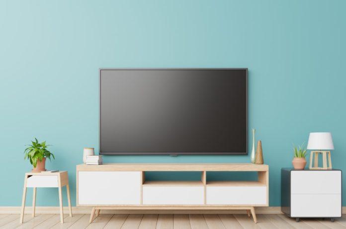 γαλάζιος τοίχος σαλόνι τηλεόραση