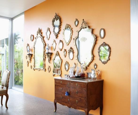 Γκαλερί από καθρέφτες στο σαλόνι