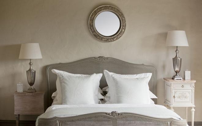 Καθρέφτης πάνω από το κρεβάτι για καλό φενγκ σούι