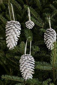 κουκουνάρια στολισμός χριστουγεννιάτικου δέντρου